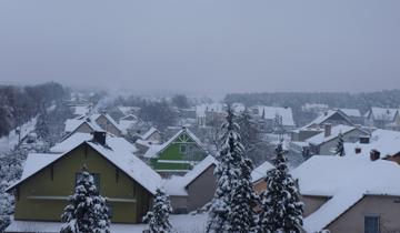 Widok na dzielnicę Karłubiec z dachu hali sportowej